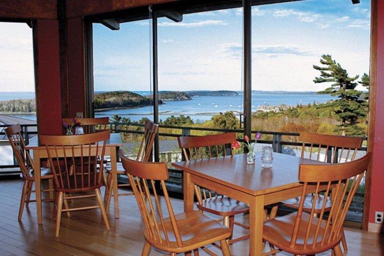 wonderview inn & suites restaurant binnen.jpg