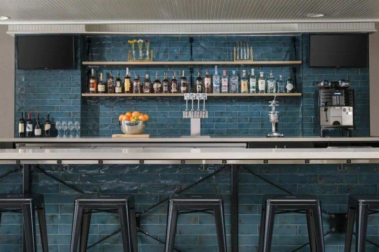 hotel caza bar.jpg