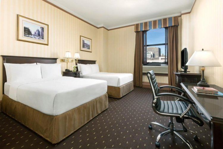 hotel whitcomb kamer 2 bedden.jpg