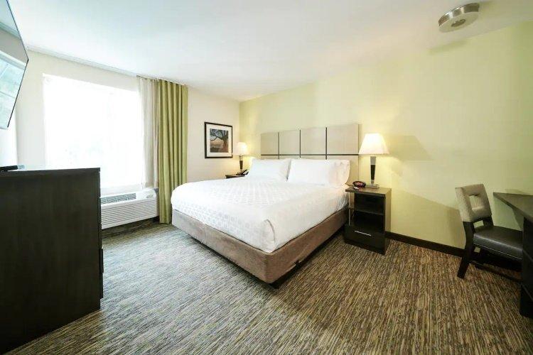 candlewood suites santa maria bed.jpg