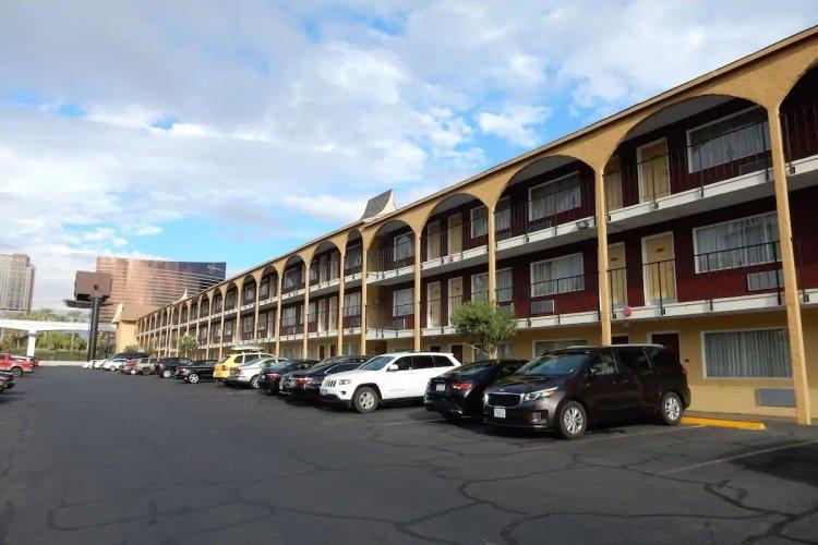 mardi gras hotel & casino parkeren.jpg