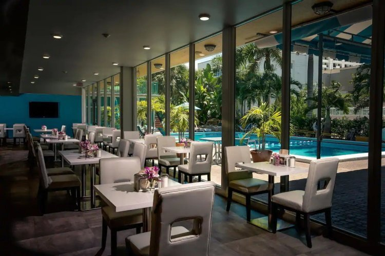 best western plus oceanside inn restaurant.jpg