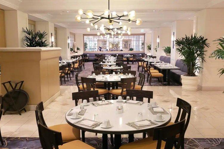 hilton los angeles airport restaurant.jpg