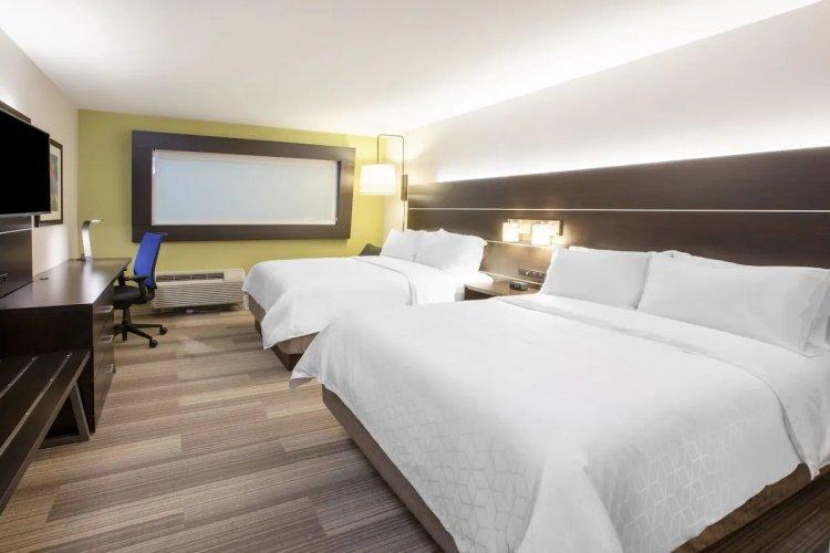 holiday inn express & suites chowchilla yosemite park area kamer.jpg
