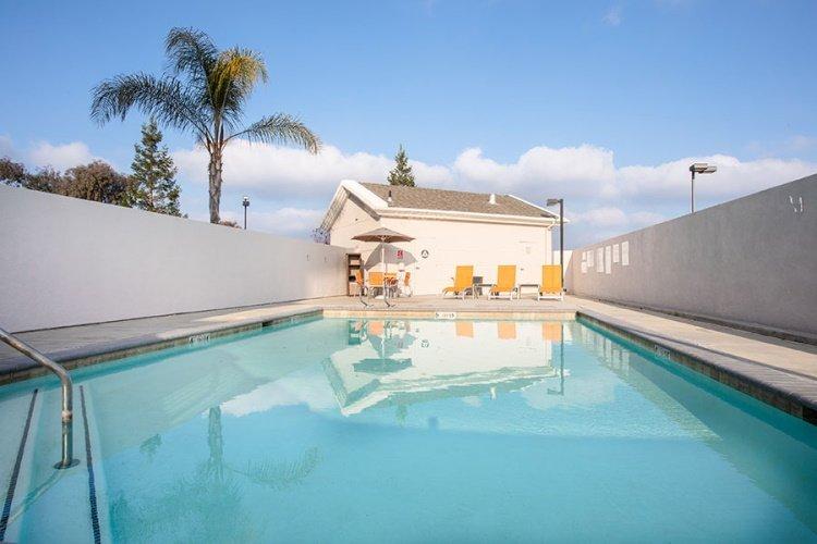 holiday inn express & suites chowchilla yosemite park area zwembad.jpg