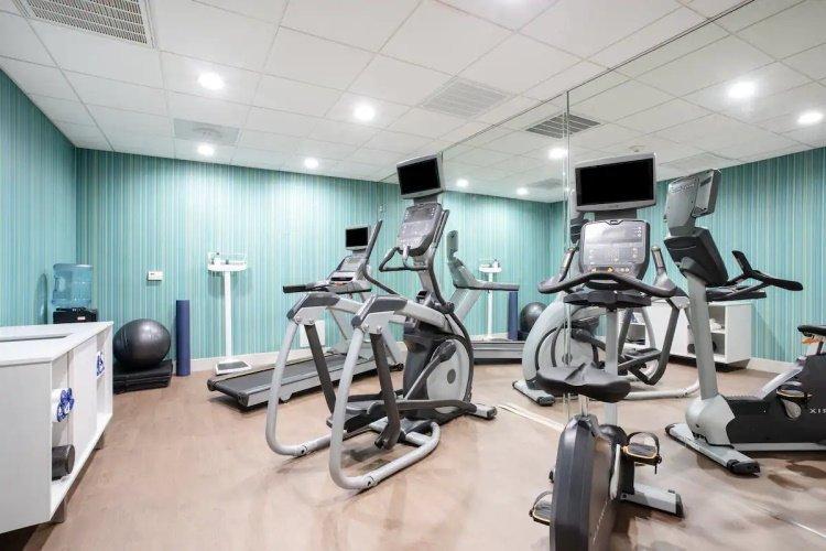 holiday inn express & suites chowchilla yosemite park area fitness.jpg