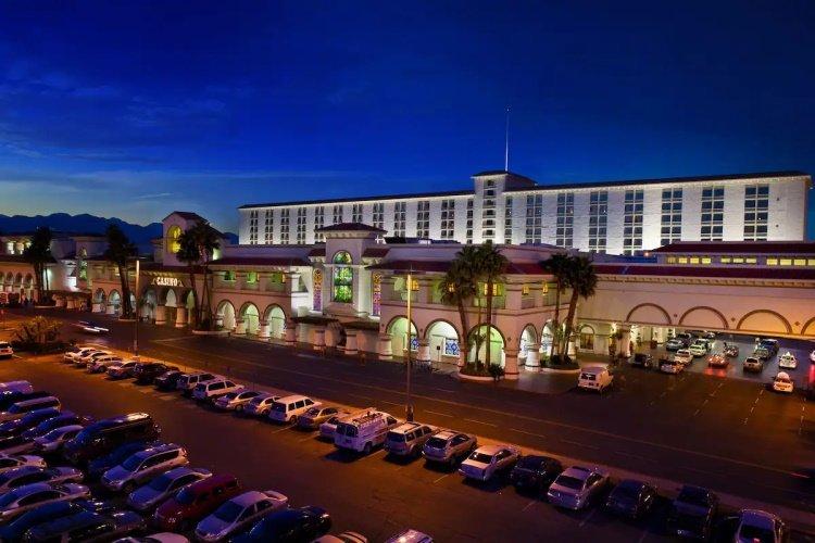 gold coast hotel parkeren.jpg