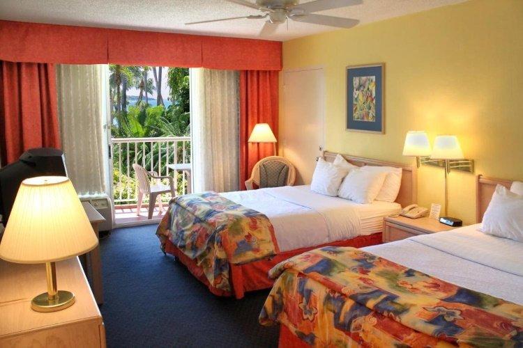magnuson hotel marina cove kamer.jpg
