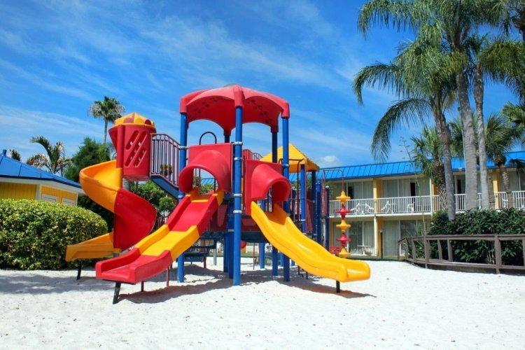 magnuson hotel marina cove speeltuin.jpg