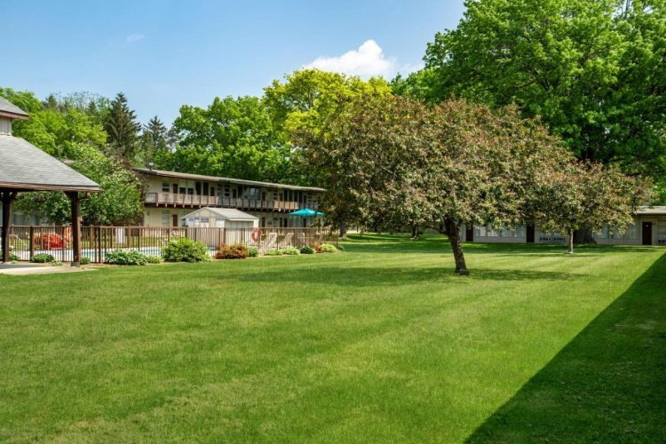america's best value lodge on the green tuin.jpg