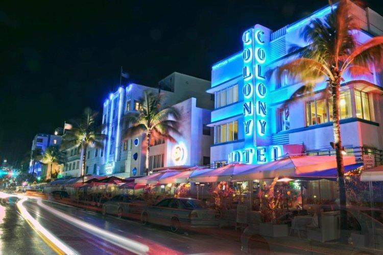 miami beach ocean drive the colony hotel.jpg
