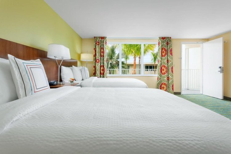 fairfield inn suites by marriott key west at the keys collection kamer 2 bedden.jpg