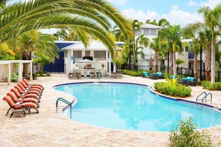 fairfield inn suites by marriott key west at the keys collection zwembad 001.jpg