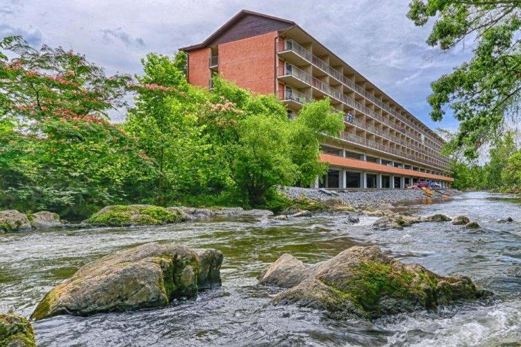 creekstone inn aan de rivier.jpg