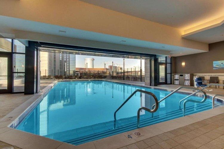 drury plaza hotel nashville downtown zwembad.jpg