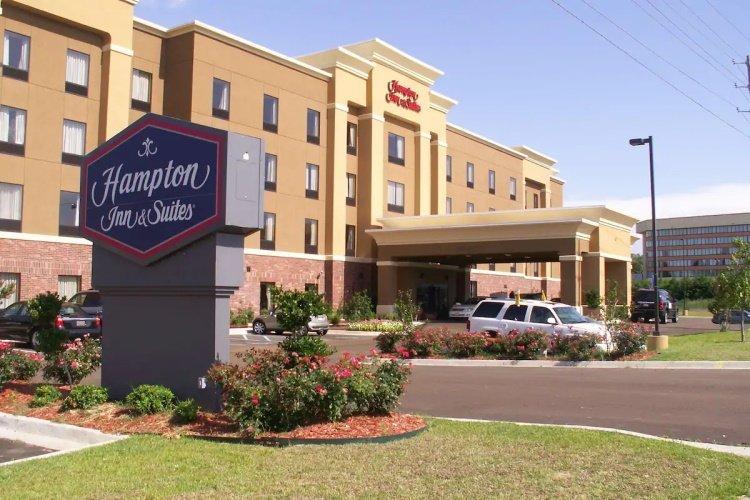 hampton inn suites natchez voorkant.jpg