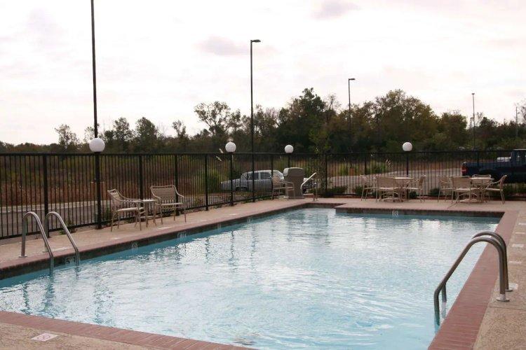 hampton inn suites natchez zwembad.jpg