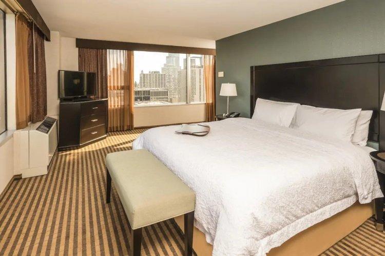 hampton inn chicago downtown magnificient mile kamer 1 bed.jpg