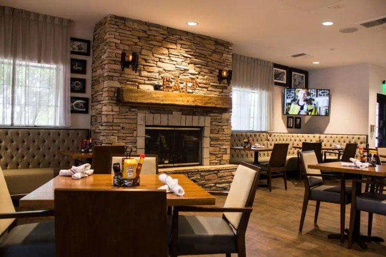 sonesta anaheim resort area bar 002.jpg