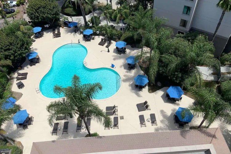 sonesta anaheim resort area zwembad 001.jpg