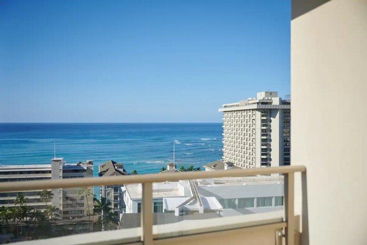 ohana waikiki east by outrigger uitzicht vanaf balkon.jpg