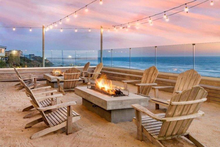 elizabeth oceanfront suites kampvuur.jpg