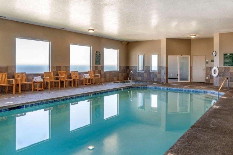 elizabeth oceanfront suites zwembad.jpg
