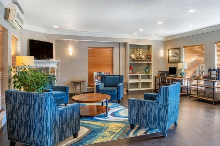 elizabeth oceanfront suites lounge.jpg
