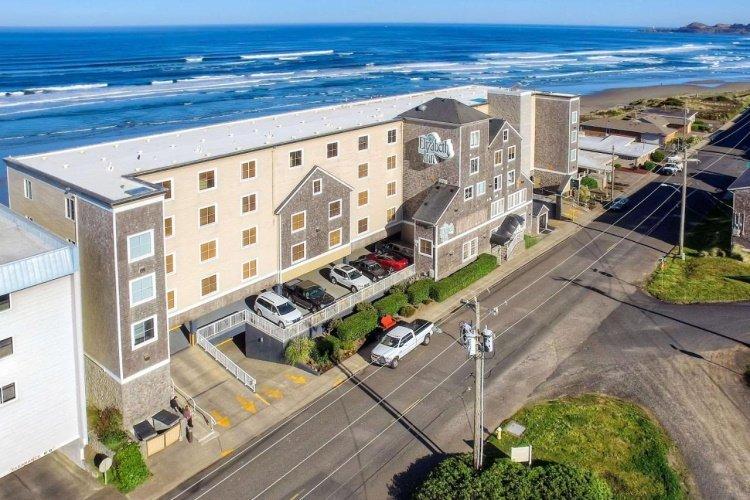 elizabeth oceanfront suites buitenkant.jpg