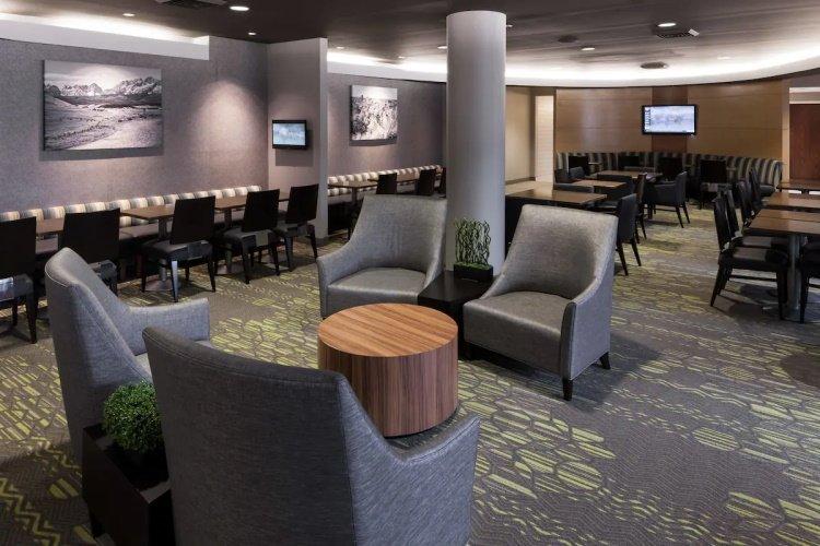 springhill suites by marriott boise parkcenter buiten lounge.jpg