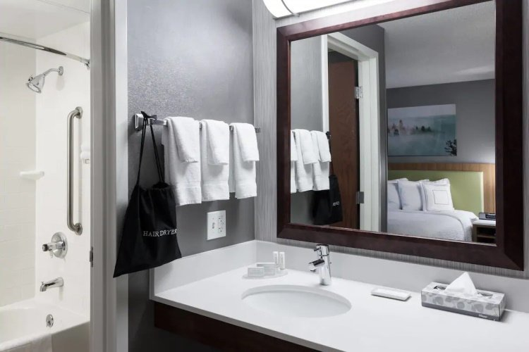 springhill suites by marriott boise parkcenter badkamer.jpg