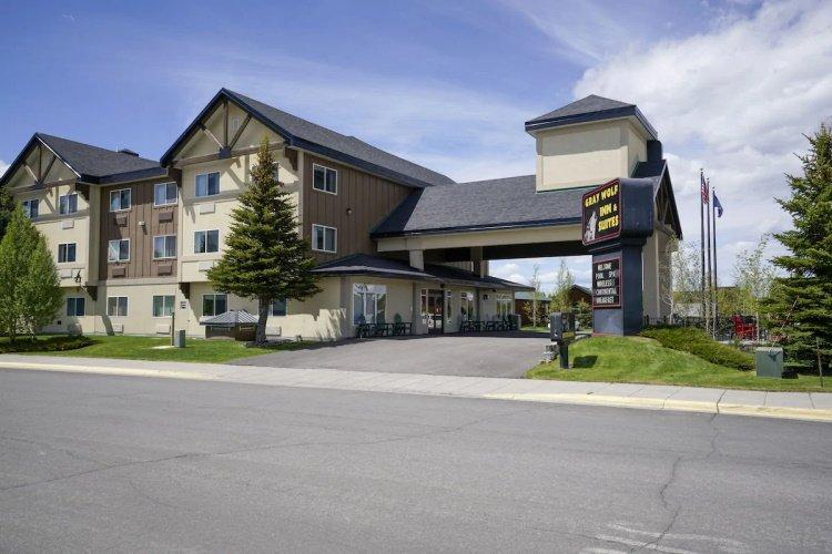 gray wolf inn & suites voorkant.jpg
