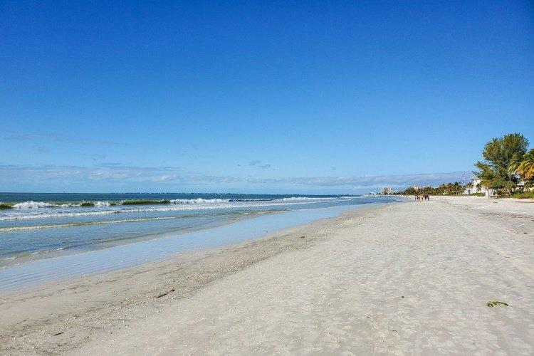 fort myers fort-myers-beach-5906634_1280.jpg