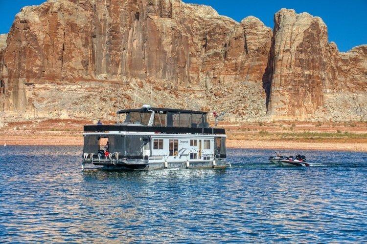 lake powell boat-5757609_1280.jpg