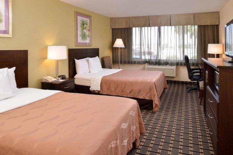 quality inn & suites montebello kamer.jpg