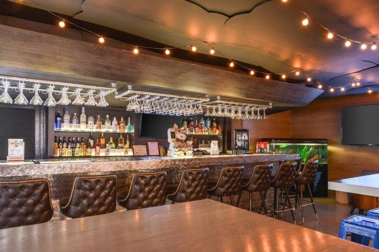 quality inn & suites montebello bar.jpg