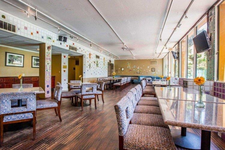 quality inn & suites montebello restaurant.jpg