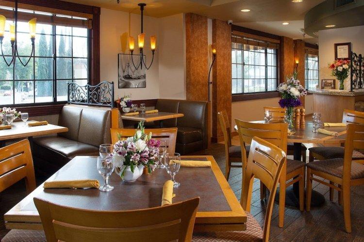 safari inn hotel kamer restaurant.jpg