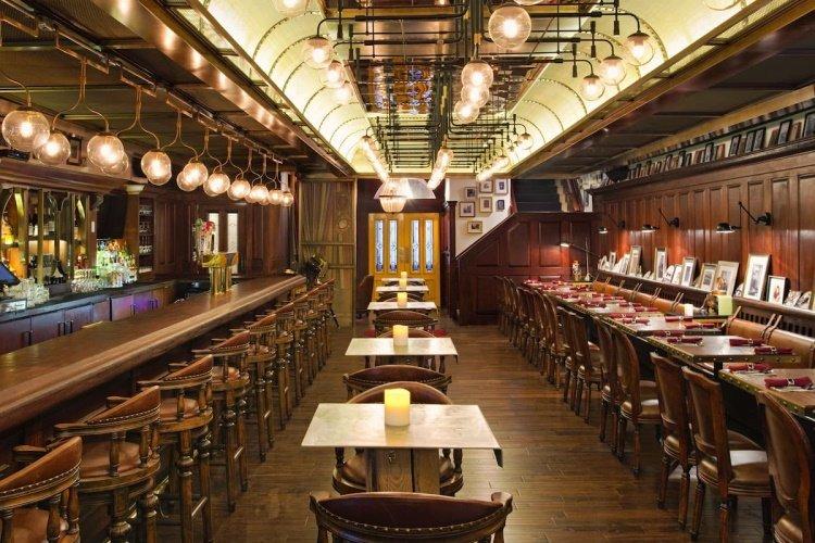 holiday inn manhattan financial district bar lunch.jpg