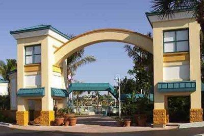 International Palms Resort 001