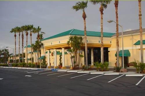 International Palms Resort 002
