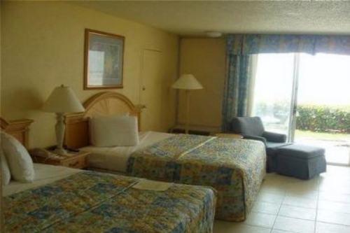 Holiday Inn Ft. Myers Beach 002
