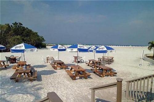 Holiday Inn Ft. Myers Beach 008