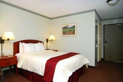 Clarion Suites Federal Way 002