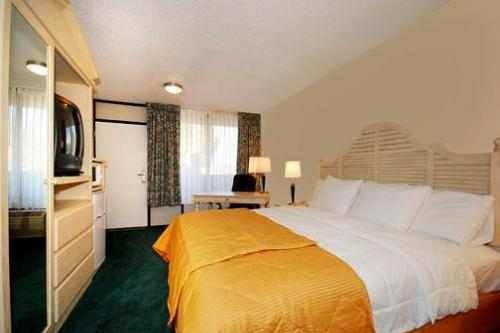 Clarion Hotel Phoenix Tech 003