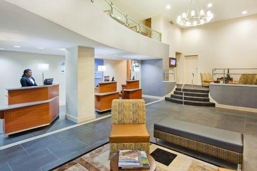 Holiday Inn Express Hotel Suites Atlanta Downtown reception
