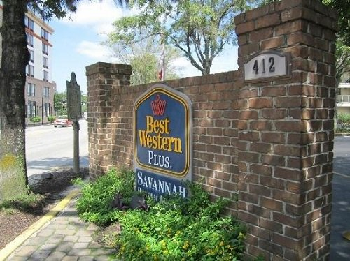Best Western Plus Savannah Historic District logo outside