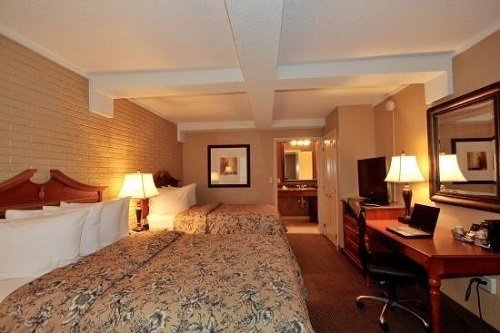 Best Western Plus Savannah Historic District double-guest-room