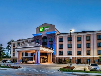 Holiday Inn Express Suites Natchez South outside