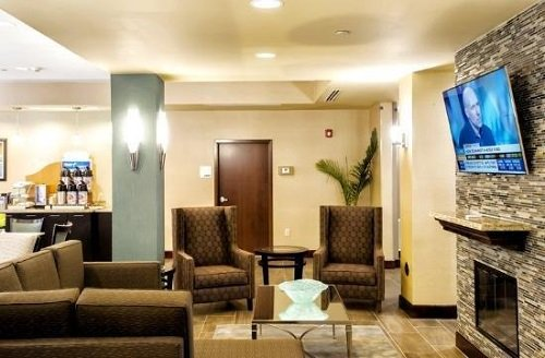 Holiday Inn Express Suites Natchez South lounge